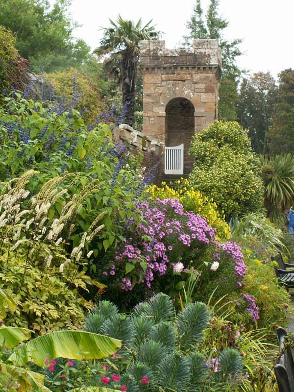 Garden Centre: Professional Gardeners' Guild