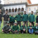 The trainees with the Monserrate gardeners, in front of the Palace of Monserratte
